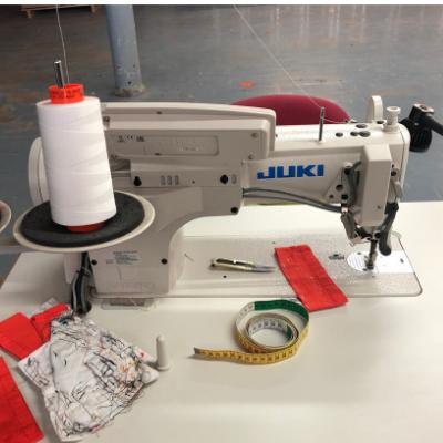 Machine à coudre, utilisée pour vos réparations textiles.